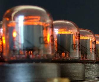 Nixie Tube chess set has a beautifully vintage feel