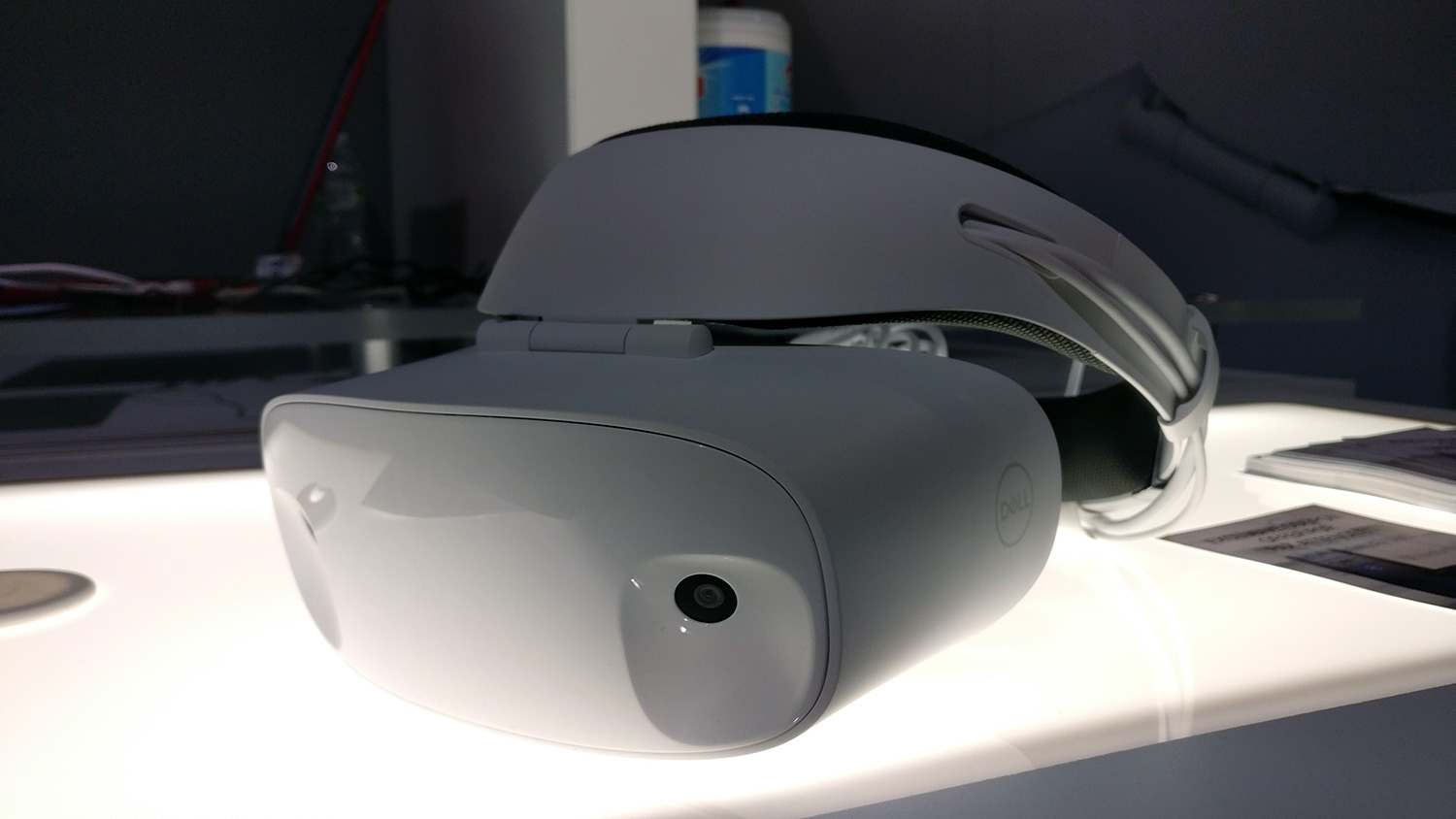 dell u0026 39 s visor is a gorgeous vr headset  but windows mixed