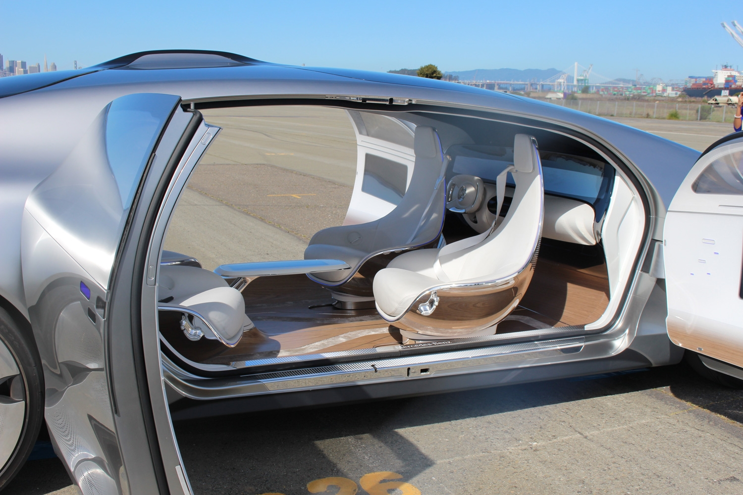 riding in the mercedes benz f 015 concept car the self driving lounge of the future digital arts. Black Bedroom Furniture Sets. Home Design Ideas
